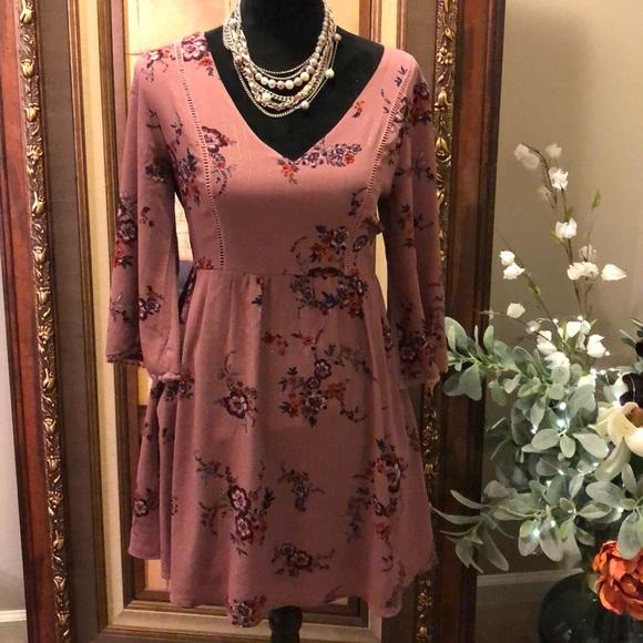Dresses & Skirts - Charming dress
